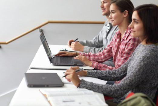 Laptop idealny dla biznesmana jak i nastolatka